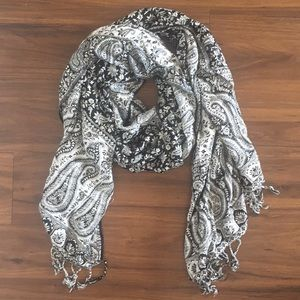Accessories - Black and white patterned scarf